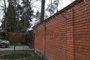 Егоза_кирпичный_забор